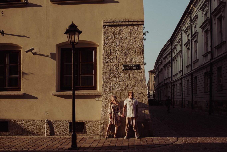 zdjecia slubne krakow, fotograf slubny krakow, sesja narzeczenska, sesja zdjeciowa, sesja lifestylowa, lifestylowa sesja narzeczenska w krakowie, miejska sesja narzeczenska