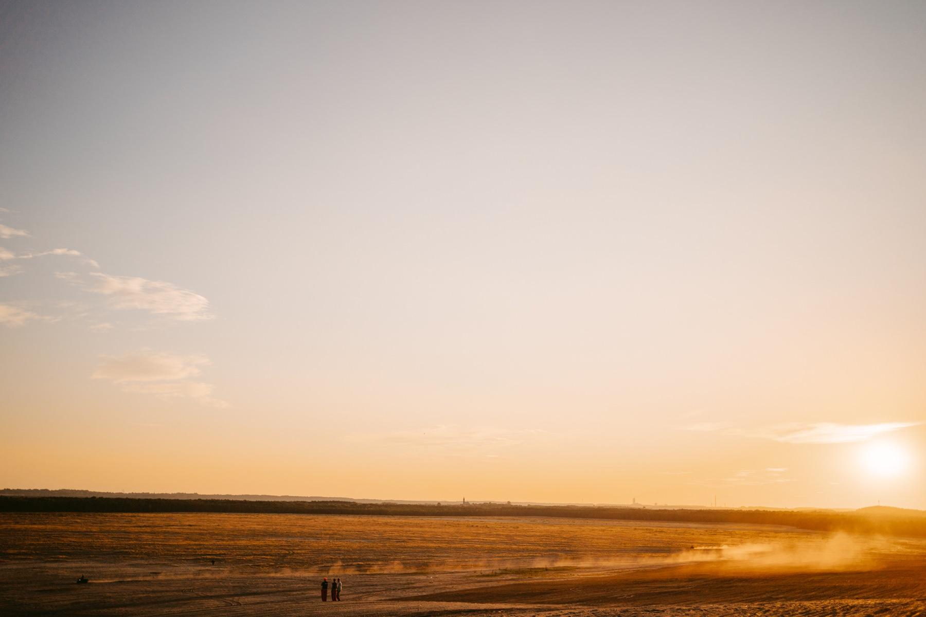 fotograf slubny krakow, zdjecia slubne krakow, fotograf slubny slask, plener slubny, zdjecia plenerowe, plenerowa sesja slubna, plener pustynia bledowska, plener pustynia błędowska, zdjęcia na pustyni, plenerowa sesja, energetyczna sesja plenerowa, plener ślubny, plener na jurze